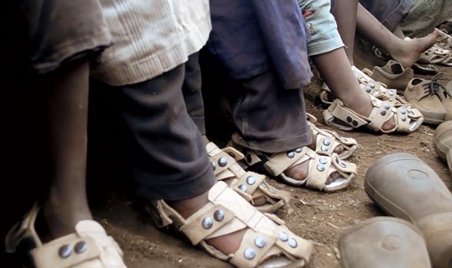 La chaussure qui grandit - sur pied