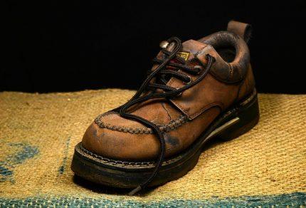 Éraflures sur chaussures en cuir : comment les éliminer ?