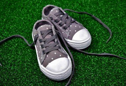 Chaussures en toile : comment bien les entretenir ?