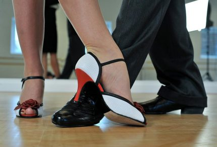 Caractéristiques de la chaussure idéale de tango