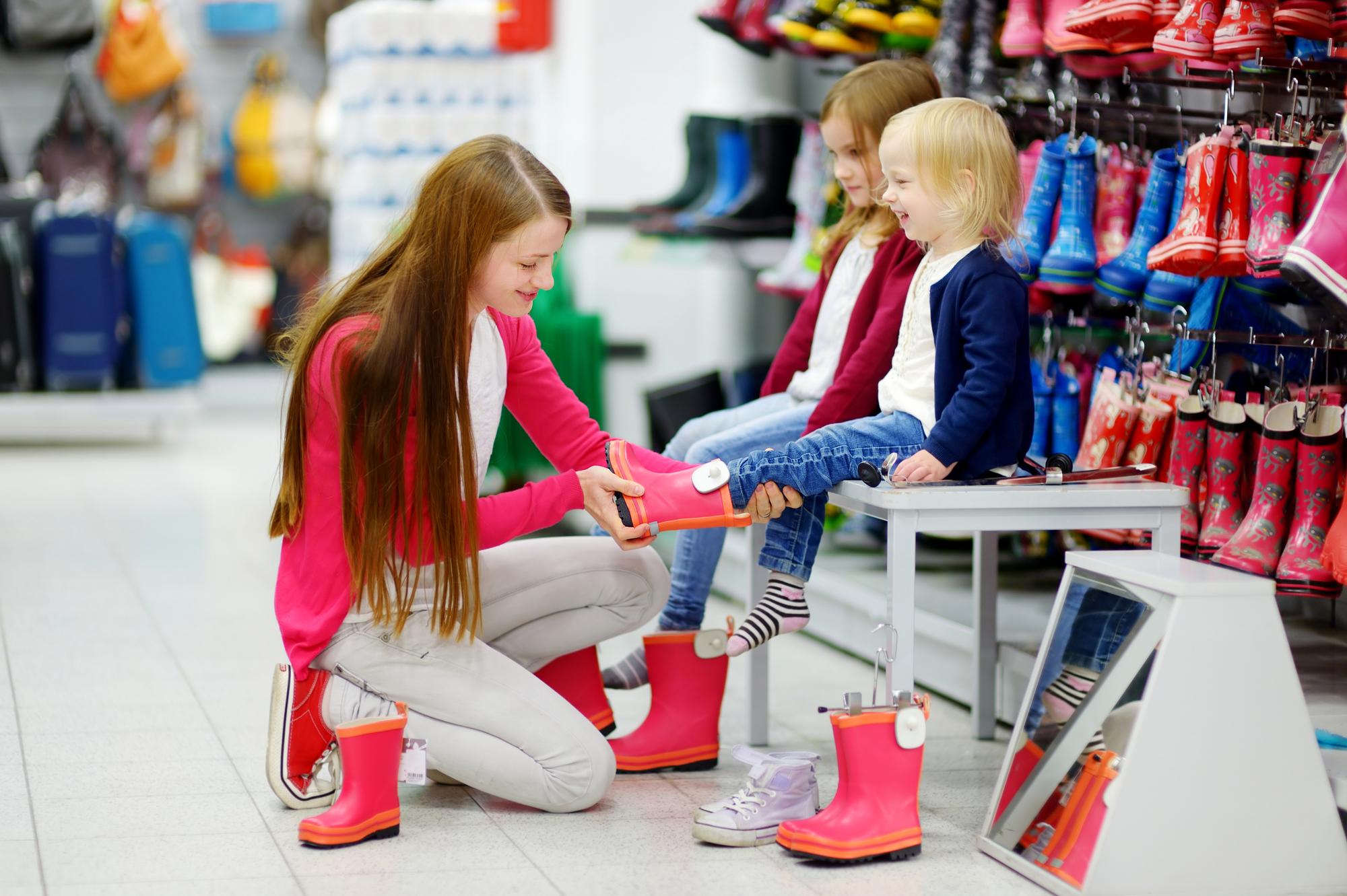 Les chaussures pour enfants, oui, mais à quel âge ?