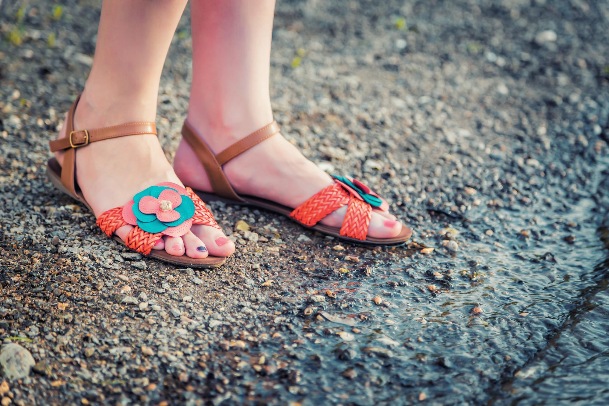 Des sandales et des chaussures pas chères ? C'est par ici